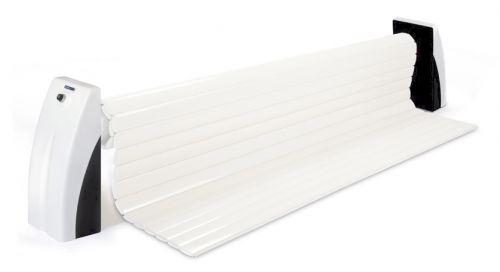 Volet électrique à lames blanches pour rénovation de piscine